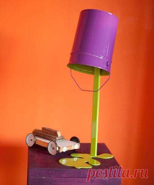 Ох уж эти дизайнеры! Недавно видел в оби похожий, более гламурный вариант. Так что, вот - текучая лампа в новом исполнении.