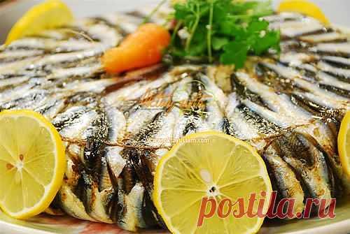 Пилав с хамсой ( Hamsi Pilavı ) Довольно интересный и оригинальный способ приготовления плова с рыбой.