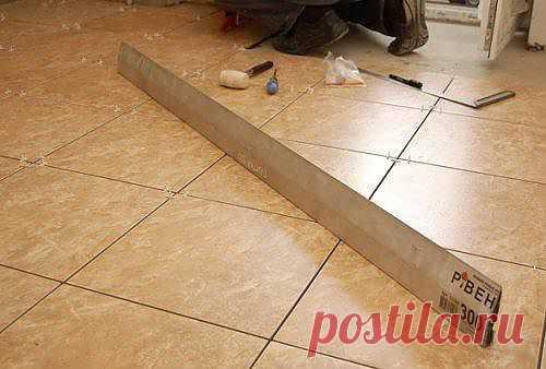 Укладка плитки на пол. Технология укладки плитки. Фото