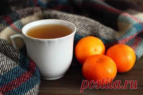 Чай с мандариновой кожурой как лекарство от бессонницы - Журнал Советов Ингредиенты: Стакан воды (250 мл) 1 столовая ложкасушеной ромашки(15 г) 1 столовая ложка сушенойлаванды(15 г) Кожура 1 мандарина(свежая) 1 столовая ложка сушенойвалерианы(15 г) Способ приготовления: Поставьте воду на огонь. Когда она закипит, добавьте столовую ложку сушеной ромашки, лаванды и валерианы. Затем положите кожуру мандарина и дайте смеси покипеть несколько минут. Выпейте горячий чай прямо перед […]