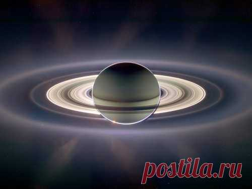 Астрологи оСатурне: планета, управляющая порядком ихаосом Сатурн— последняя извидимых планет наночном небе. Роль Сатурна вжизни людей невозможно переоценить, так как онруководит здравым смыслом, помогая нам различать правду иложь.
