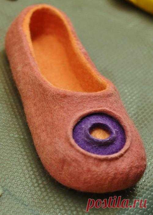 Prepara el trineo en verano. El maestro la clase a la fabricación de lana por el zapato pequeño. A él, los niños