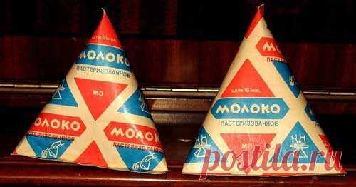 Символ советской эпохи - треугольные пакетики молока, на самом деле изобретение отнюдь не отечественной промышленности. Более того, страна, придумавшая это удобнейшее изобретение вскоре отказалась от него в пользу привычных нам прямоугольных: