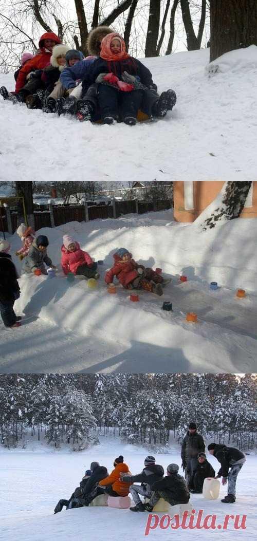 На второй день Масленицы по традиции все катаются с ледяной горы. Дети в восторге!