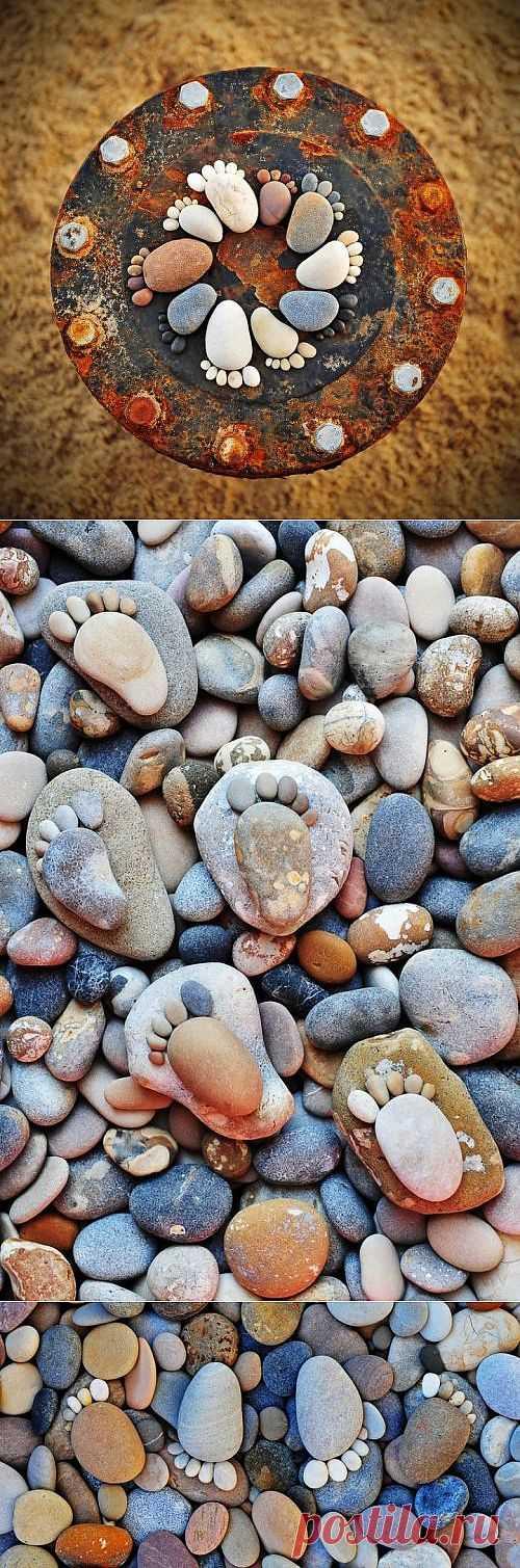 Топ-топ! Следы из камней!