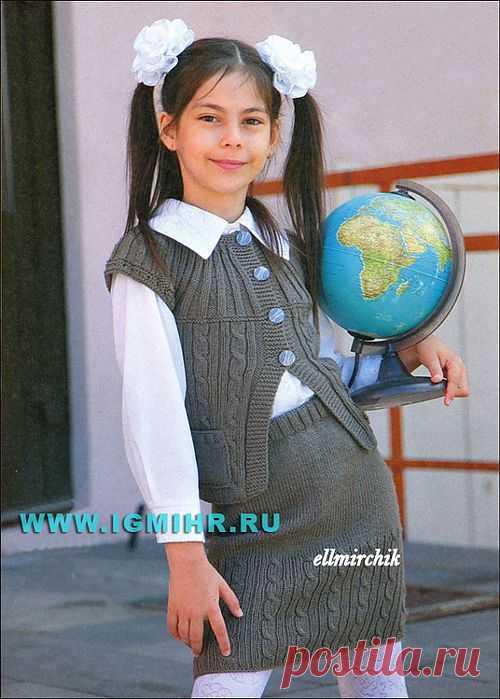 Красивая форма для школьницы: серо-коричневый жилет и юбка.