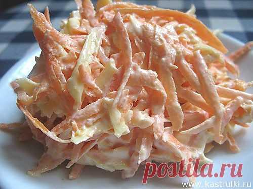 Морковный салат с сыром и чесноком.