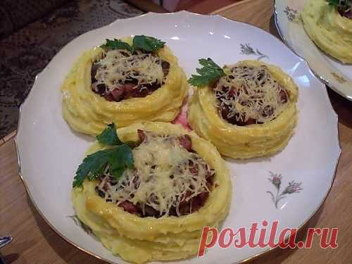Картофельные корзинки с начинкой из грибой и ветчины