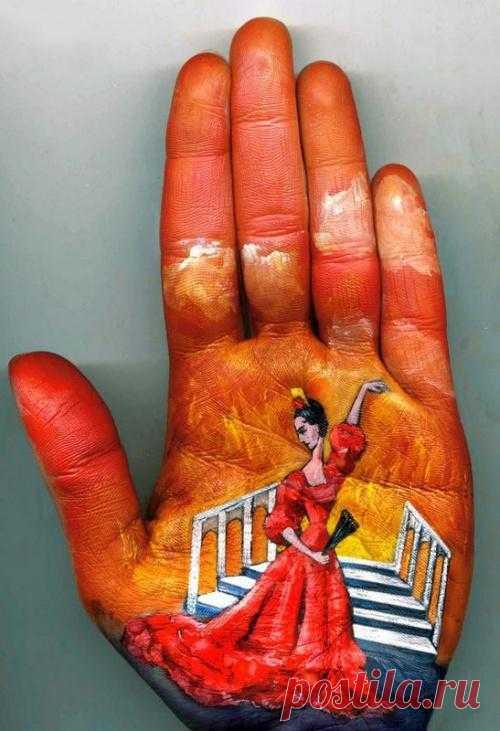 Сюжеты далекого детства на руках московской художницы, прославившейся своими работами на весь мир.