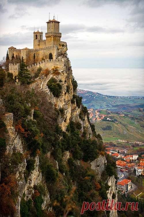 Древний замок на вершине скалы! Сан-Марино
