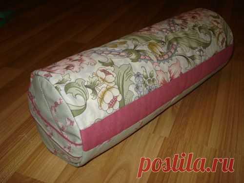 Шьём подушку-валик из остатков ткани