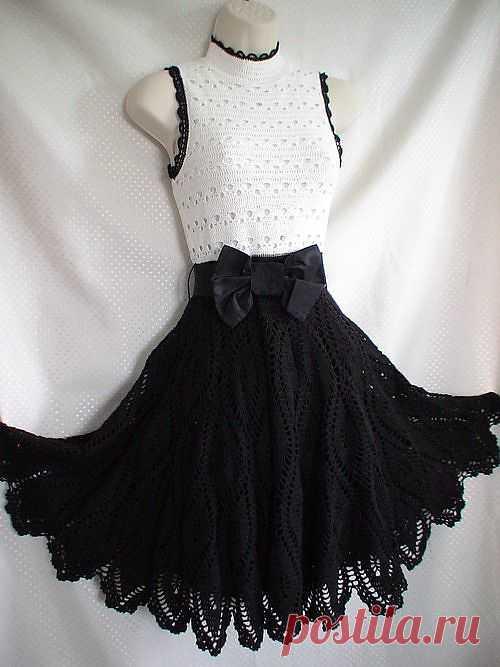 Домино. Платье в стиле Одри Хепберн. Есть схемы. Для себя и для дочки можно связать такую прелесть.