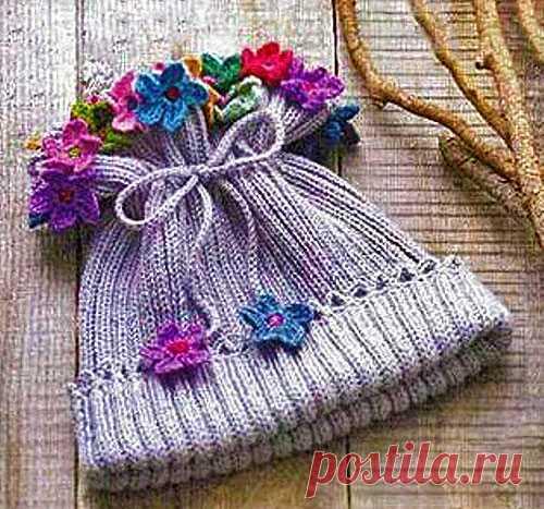 Детская шапочка с цветами спицами для девочки | ВЯЗАНИЕ ШАПОК: женские шапки спицами и крючком, мужские и детские шапки, вязаные сумки
