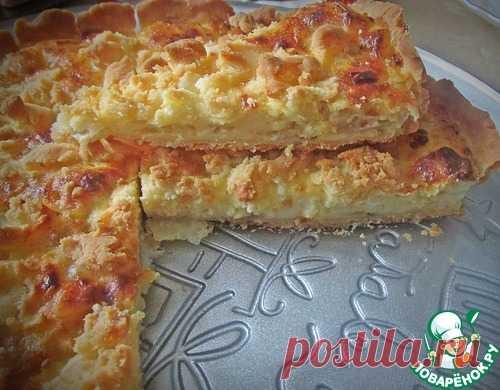 Замечательный закусочный пирог с плавленными сырками и луком