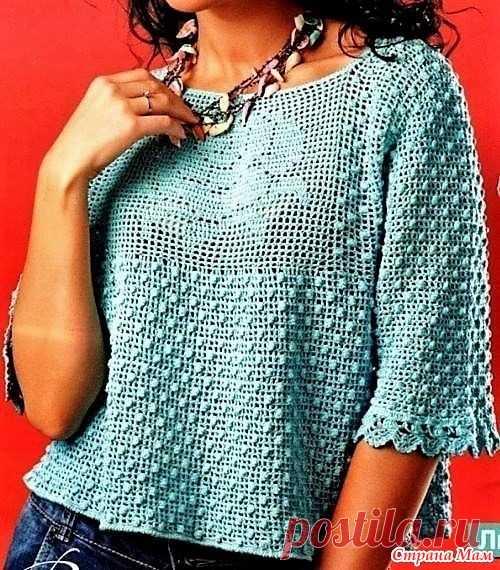 Голубой пуловер с розой. Этот женственный пуловер связан в смешанной  технике. Основной узор . 241430ccbad0f