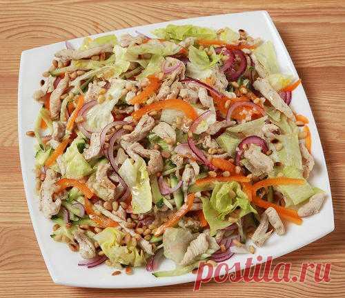 Салат из курицы и овощей с пикантной заправкой: пошаговый рецепт с фото