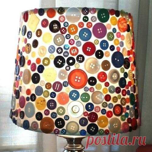 абажур настольной лампы, декорированный пуговицами