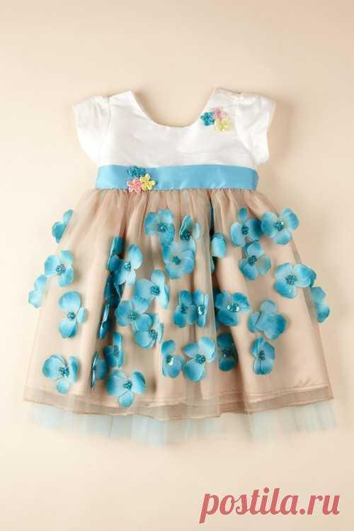 Изумительно нежное весеннее платьице для малышки