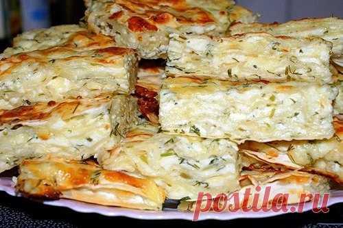 Грузинская ленивая ачма Грузинская ленивая ачма     радиционное блюдо грузинской кухни, пришедшей в нее из не менее солнечной Абхазии. Представляет собой многослойный сырный пирог. Это разновидность более известного пирога х…