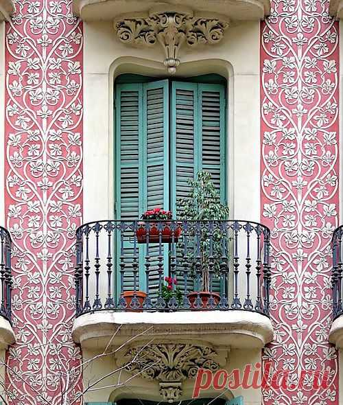 Богатый и красивый балкон.