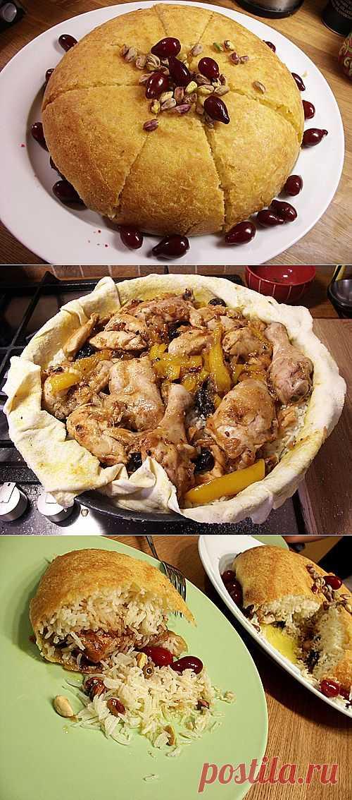 Откидной плов с курицей. Да да это плов, я не ошибся. Выходит очень вкусно, Курица выходит сочной и вкусной, а рис великолепным!