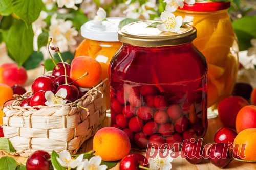 Компоты на зиму: 12 вкусных рецептов Счастлив тот, кто пьет компот! И действительно, домашний компот не сравнится ни с каким другим. Концентрированный и ароматный напиток можно разбавлять, так что делать компоты еще и выгодно! Компоты можно закрывать с любимыми и любыми ягодами и фруктами...