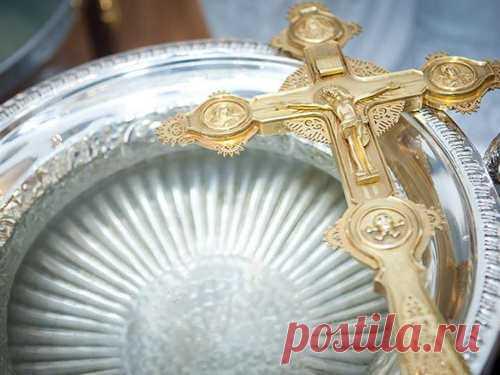 Когда набирать крещенскую воду Одной изглавных традиций Крещения является набор святой воды, которая в этот день обретает особые свойства. Набирать ее необходимо в строго определенное время.