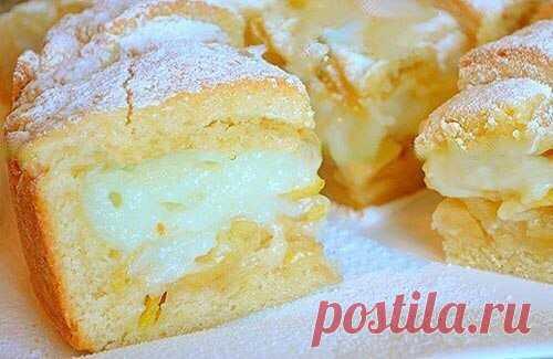 ВКУСНЕЙШИЙ Яблочный пирог с НЕЖНЕЙШИМ заварным кремом  Тесто:  1 яйцо 2 ст. ложки сметаны 180 гр. сливочное масло 150 гр. сахар 0,5 ч. ложки разрыхлителя щепотка соли 360 гр. мука  Крем:  350 мл молока 1 яйцо 2 ст. ложка крахмала 4 ст. ложки сахара 1/3 ч. ложки ванилина а так же 2 крупных яблока, сахарная пудра для присыпки.  Для теста в глубокую миску просейте муку, добавьте соль и разрыхлитель.  Масло холодное, но не из морозилки, нарежьте кубиками и перетрите с мукой в ...