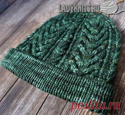 "Knitted spokes a cap with ""Тростниковое озеро"" braids;"