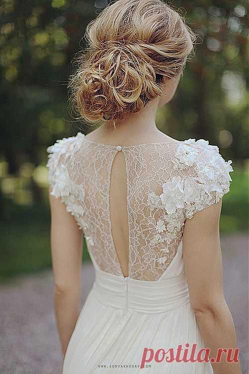 Самое счастливое утро для девушки - день ее свадьбы. Вы только подумайте, проснувшись, она знает, что одеть.