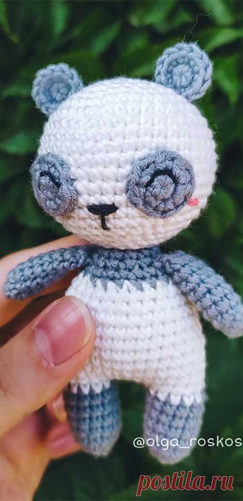 PDF Маленькая Панда крючком. FREE crochet pattern; Аmigurumi doll patterns. Амигуруми схемы и описания на русском. Вязаные игрушки и поделки своими руками #amimore - Панда, медведь, медвежонок, мишка.