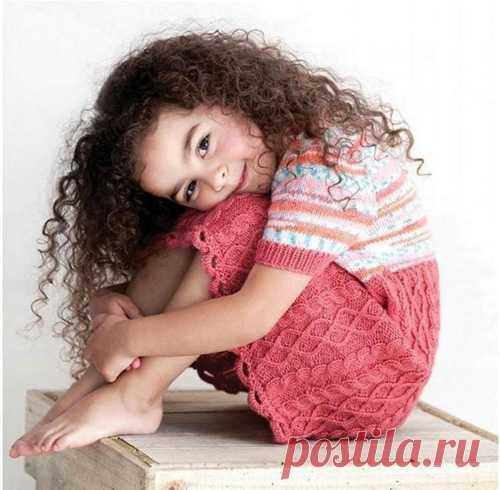 Платье для девочки от 2-4 лет Вязаное спицами платье для девочки от двух до четырех лет. Описание