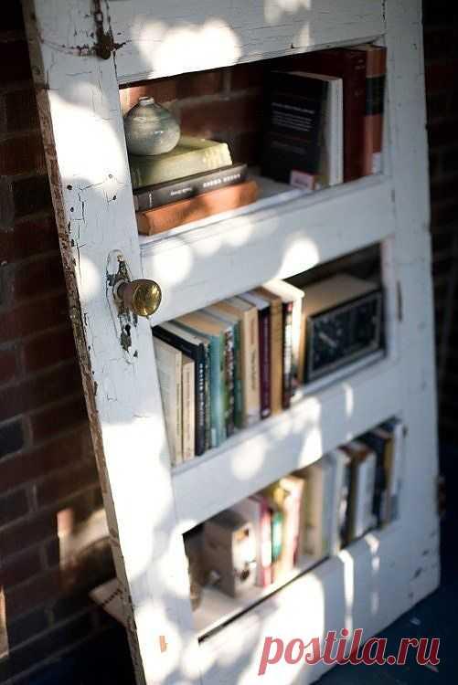 Книги в старой двери / Книги в интерьере / Модный сайт о стильной переделке одежды и интерьера