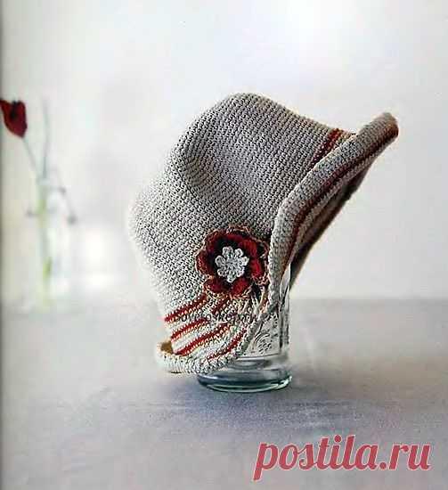 Шляпа с цветком.