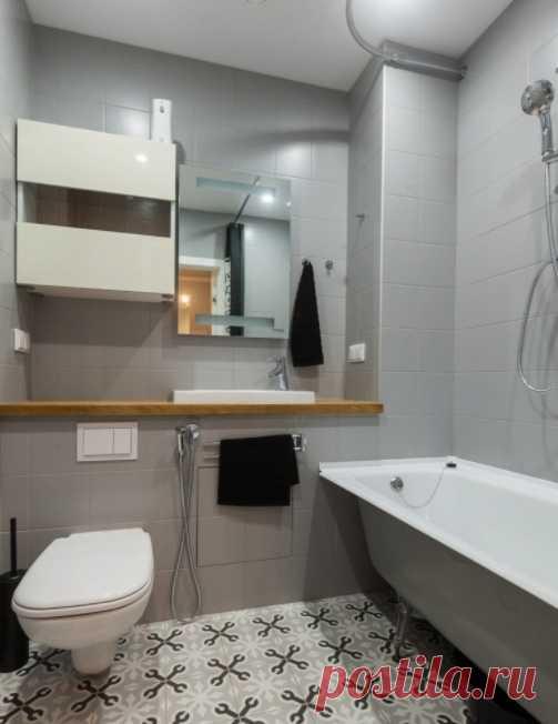 ванная комната в серых тонах с деревянными вставками домдизайн