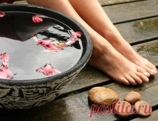ЗДОРОВЬЕ ЧЕРЕЗ НОГИ. Индийские медики утверждают, что на ступнях ног располагаются точки, связанные со всеми органами человека, следовательно, ухаживая за ногами, можно оздоровить весь организм.