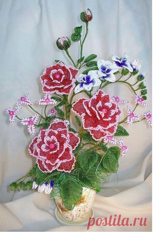 Цветы из бисера. Браво мастерам за красоту!