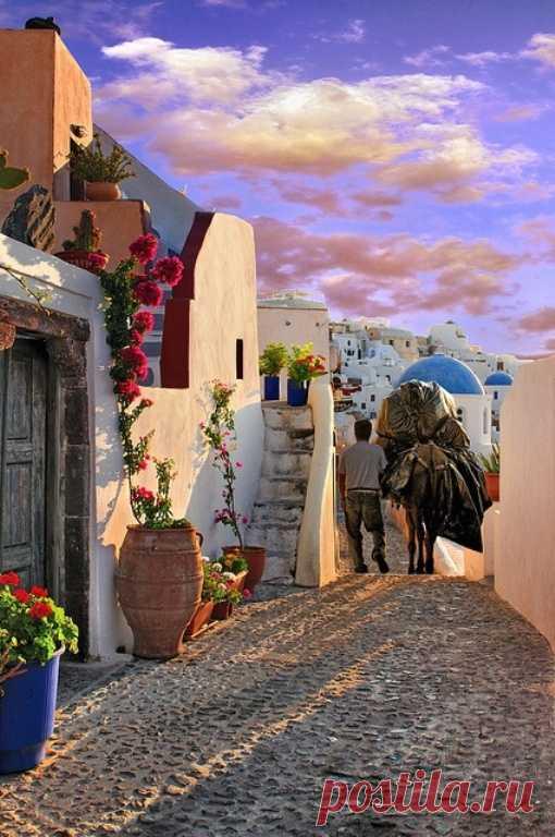 Simple, pero al mismo tiempo Grecia hermosa y viva. La isla Santorini