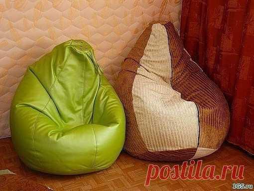Выкройка кресла-мешка  Нам потребуются: — швейная машинка; — миллиметровая бумага; — 3 метра плотной ткани (для внешнего чехла); — 3 метра ткани (для внутреннего чехла); — 2 молнии: 100 см. для внешнего чехла и 40 см. для внутреннего; — прочные синтетические нитки; — наполнитель для кресла (гранулы полистирола, пенопластовые шарики);  1) Переносим РИС.№1 на миллиметровую бумагу. Припуски на швы составляют 1,5 см… Совет: т.к. выкройки достаточно простые можно обойтись и без...
