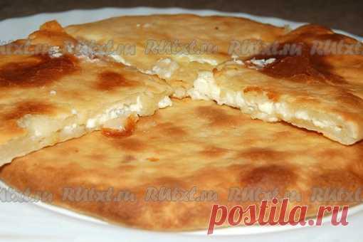 Рецепт хачапури по-имеретински  Хачапури - это блюдо грузинской кухни. Но не ошибусь, если скажу, что оно стало интернациональным. Классическое хачапури делается из мацони и сыра сулугуни, но они не всегда достойного качества и не всегда доступны, поэтому я хочу вас познакомить с прекрасным рецептом выпечки хачапури по-имеретински без этих ингредиентов. Мацони вполне заменит сметана, а сулугуни - обычный домашний сыр или даже творог. Итак, для приготовления хачапури по-им...