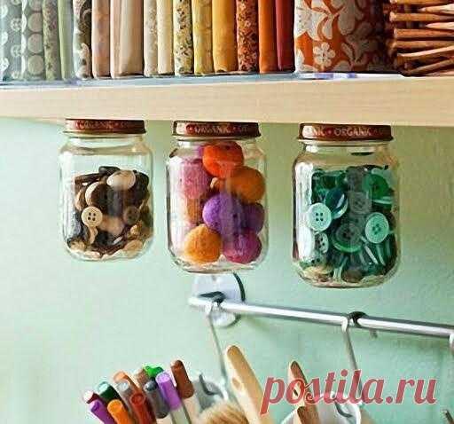 Пара прозрачных банок + немного клея и вуаля! интересный способ хранить мелкие вещи