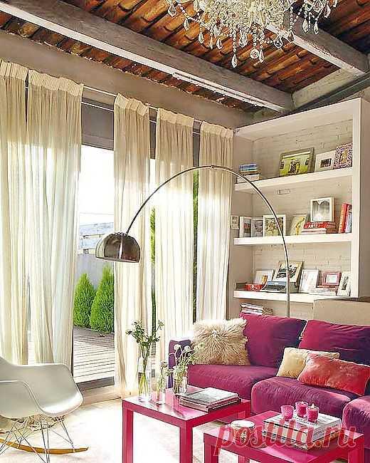 Очень удобно делить штору на несколько отрезков. Легко можно пройти на балкон и при этом не путаясь в бесконечных метрах материала.