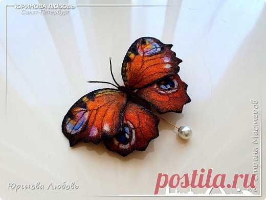 Бабочка Павлиний глаз. авторская валяная брошь. Шерсть. Размер - 10 см.