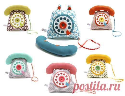 Мягкие игрушки-телефончики.