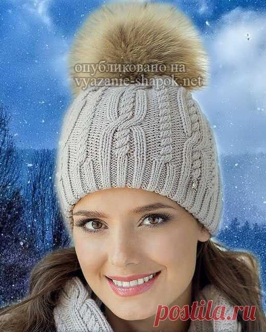 Зимняя шапочка спицами с помпоном — Ландре Эта шапочка присутствует в сети в виде готовой фабричной, на продажу. Норукодельницы, умеющие ходу распознавать узоры, подобрали подходящую схему. Поэтому, если у вас хороший навык вязания, подоб…