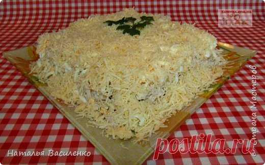 Слоеный салат с курицей, грибами и картофелем | Страна Мастеров