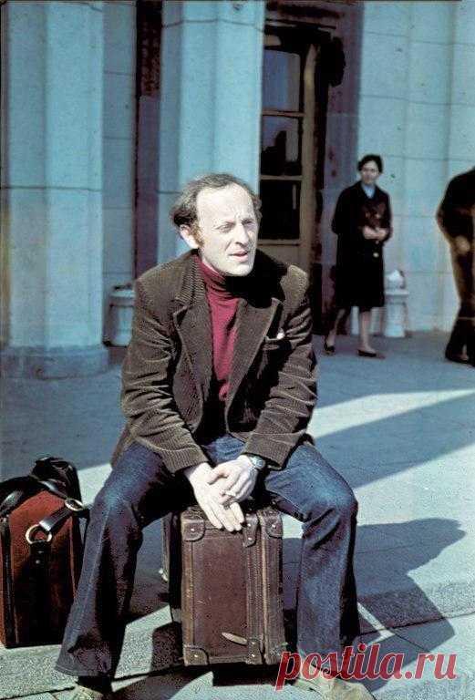 Иосиф Бродский в аэропорту Пулково в день эмиграции, 4 июня 1972 года