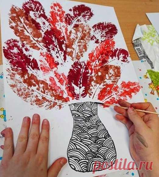 Поделка с отпечатками осенних листьев — Поделки с детьми