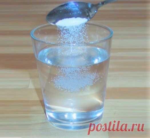 Можно ли пить водку с солью при отравлении и поносе, отзывы Можно ли принимать водку с солью при первых симптомах отравления? При некоторых отравлениях водка предотвращает рвоту и понос, так как дезинфицирует стенки кишечника и желудка. При использовании соли эффект...