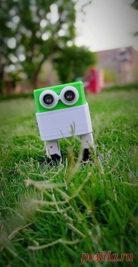 Простой робот на Ардуино Эта сборка, небольшого симпатичного робота, будет интересна, прежде всего, начинающим радиолюбителям и роботостроителям. Для его сборки нужны следующие Инструменты и материалы:-Четыре сервопривода SG90;-Ардуино нано;-Кабель для программирования Arduino;-Плата расширения arduino;-Ультразвуковой
